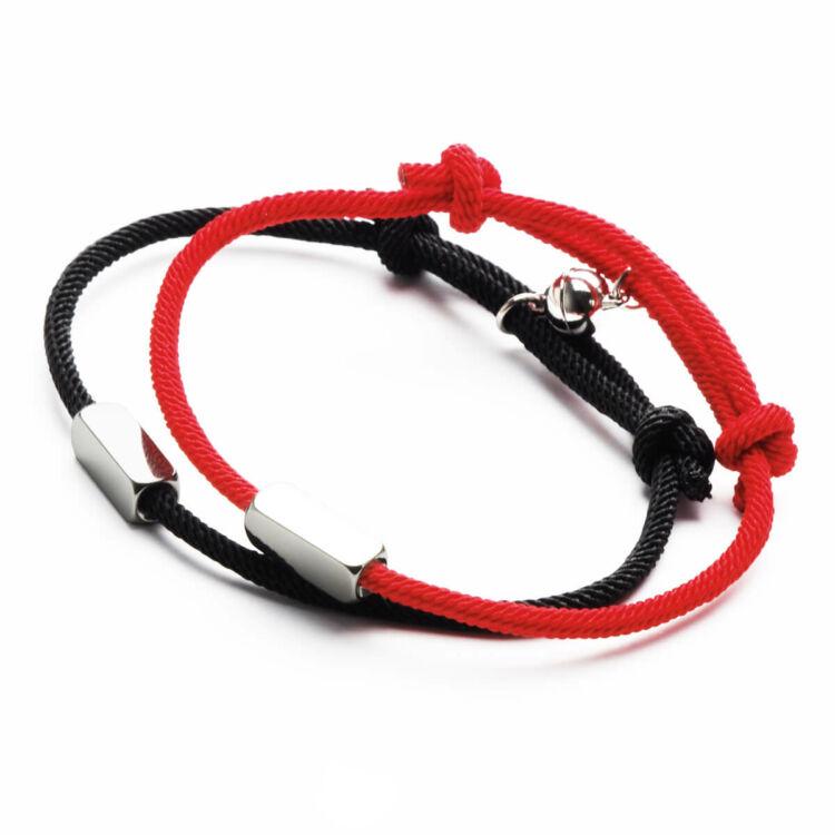 Fekete és Piros Textil Mágneses Páros Karkötő Gravírozható Medálokkal